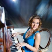 photoshoot, studio, model, photographer in Moscow, девушка играет на фортепиано