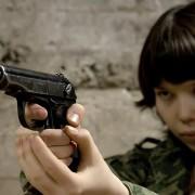 Русские не сдаются, патриотический, девушка в камуфляже, военная, боец, фотосессия с оружием