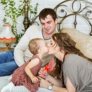 Семейная фотосессия в студии, вязаная стена, детский фотограф, девочка, семья