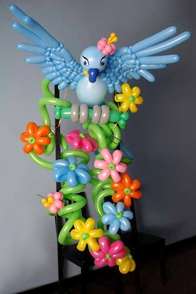 птица из воздушных шариков