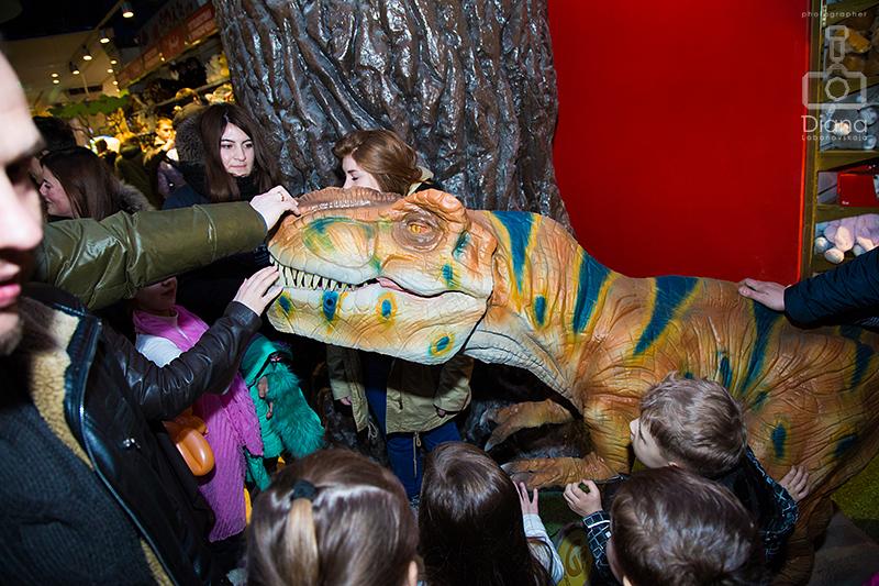 динозавр в Детском мире