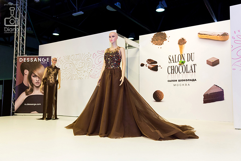 SALON DU CHOCOLAT, салон шоколада в Москве, шоколад, выставка шоколада, какао-боб, шоколадные платья, дефиле, кондитерское шоу, конфеты, шоколатье, кондитеры, chocolate, cocoa, candy, chocolatier, pastry chef